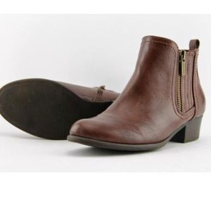 Unisa Parson Chelsea Boots